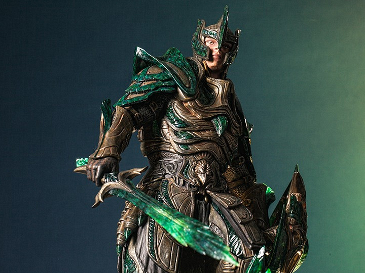 The Elder Scrolls V: Skyrim Glass Armor Limited Edition Statue