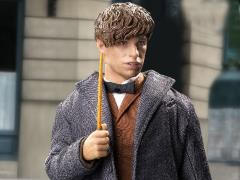 Fantastic Beasts and Where to Find Them Newt Scamander (With Bonus Coat) 1/6 Scale Collectible Figure