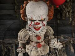 It (2017) Mezco Designer Series Deluxe Pennywise