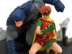 DC Gallery Batman & Robin (Carrie Kelly) Deluxe Diorama