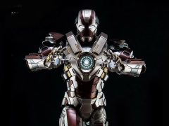 Iron Man 3 DFS038 Iron Man Mark XXIV Tank 1/9 Scale Figure