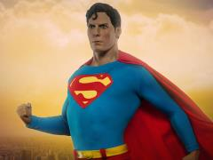 DC Comics Premium Format Superman (Christopher Reeve)