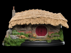 The Lord of The Rings Farmer Maggot Hobbit Hole Diorama