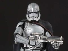 Star Wars S.H.Figuarts Captain Phasma (The Force Awakens)