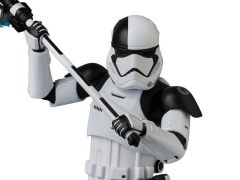 Star Wars MAFEX No.069 First Order Stormtrooper Executioner (The Last Jedi)