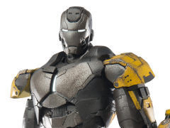 Iron Man 3: 1/12 Scale Die-Cast Iron Man Mark XXV Striker