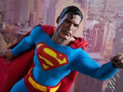 DC Comics Superman 1/6th Scale Figure