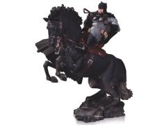 Batman:  The Dark Knight Returns A Call to Arms Statue (Black Cowl & Cape)