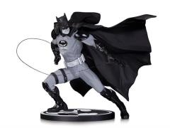 Batman Black And White Statue (Ivan Reis)