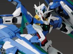 Gundam MG 1/100 00 QAN[T] (Full Saber) Model Kit