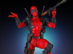 Marvel Collector's Gallery Deadpool Statue