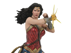 Justice League Gallery Wonder Woman (Bracelets) Figure